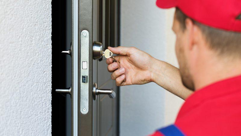 ¿El seguro cubre las facturas de los cerrajeros?